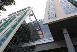 Angular overhang design of building exterior